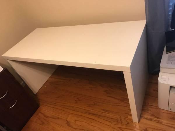 Photo Large White Desk - $25 (Orlando)