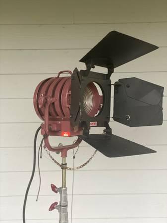 Photo Mole-Richardson 1000 Watt Baby Fresnel Solarspot Light 3081 - $150 (Orlando)