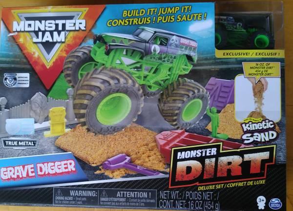 Photo Monster Jam Monster Dirt Deluxe Set w kinetic sand New In Box - $15 (KISSIMMEE)