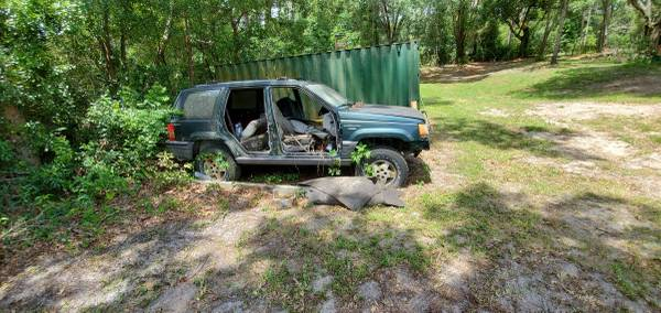 Photo Parting out a 1994 Jeep Grand Cherokee - $1 (Apopka)