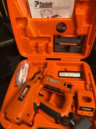 Photo Paslode cordless 18 gauge Brad Nailer 901000 - $150 (Oviedo)