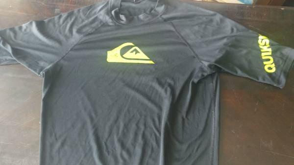 Photo Quicksilver t-shirt..selling everything.. . - $5 (Orlando)