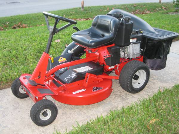 Photo Snapper Electric Start And Pull Start Riding Lawn Mower With Bagger - $1200 (Longwood)