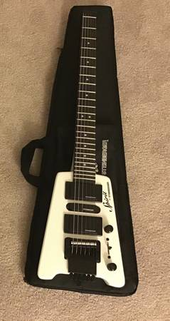 Photo Steinberger Spirit GT Pro Deluxe Electric Guitar (with Bag) White - $300 (Ocoee)