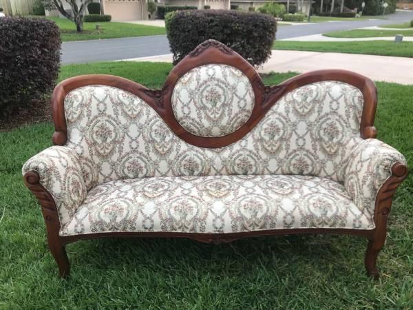 Photo Victorian Style SofaSettee - $550 (Mount Dora)