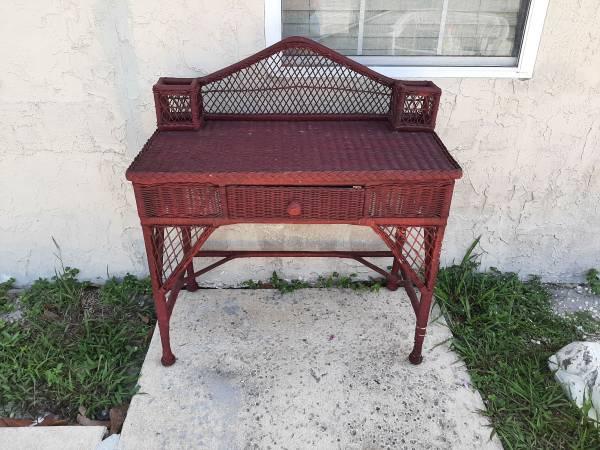 Photo Vintage Wicker Desk. - $50 (Deltona,FL)