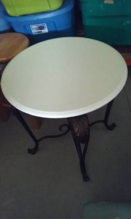 Photo White End or Coffee Table 239 Round Wroght Iron - $25 (Saint Cloud  Narcoossee)