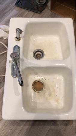 Photo White Kohler cast iron sink (Oviedo)