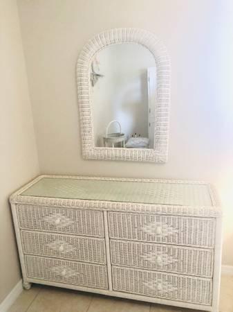Photo White Wicker Bedroom Set - $500 (Orlando)