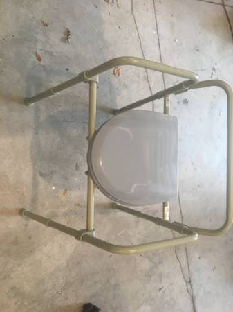 Photo bedside commode new never used (Dr Phillips)
