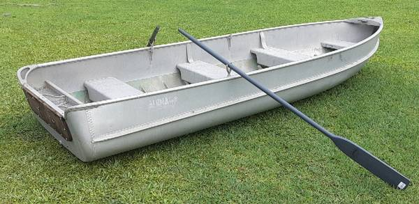 Photo boat - Alumacraft 14 foot - with oars and title - trailer available - $1,000 (Orlando)