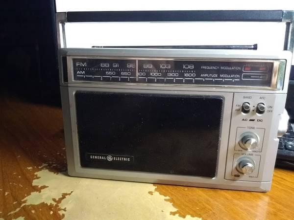 Photo general electric am fm midsized long range radio - $35 (leesburg fl.)