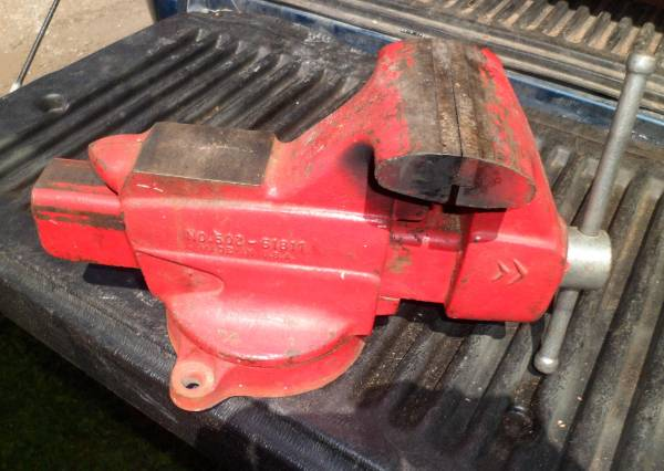 Photo Craftsman Bench Vise 5quot Jaws LOOK - $125 (Robins)