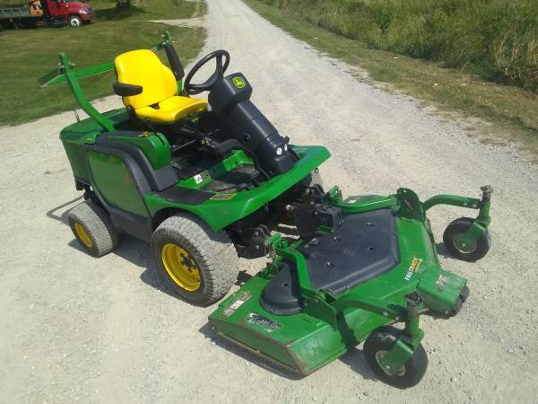 Photo John Deere Commercial Mower - $4,850