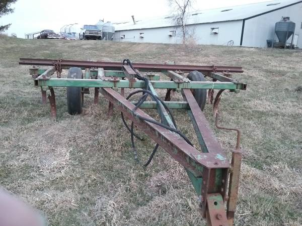 Photo John Deere chisel plow - $350 (Morning Sun)