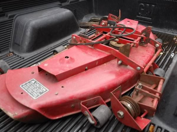 Photo Wheel Horse mower deck - $300 (Batavia)