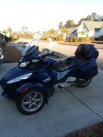 Photo 2010 Can-Am Spyder RT - $9,100 (Wilmington)