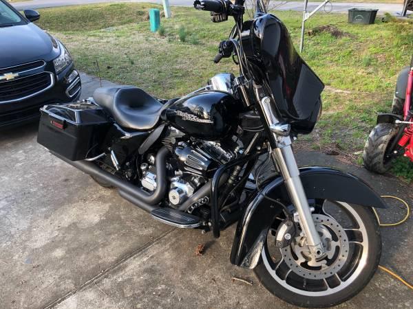 Photo 2011 Harley Davidson Street Glide - $12,500 (New Bern)