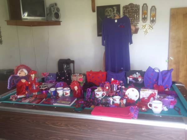 Photo ATTENTION RED HAT SOCIETY ALL TYPES OF ITEMSGREAT FOR A GIFT (Camden)