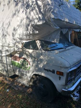 Photo Chevy HopCap Class C RV - $10 (Wilmington)