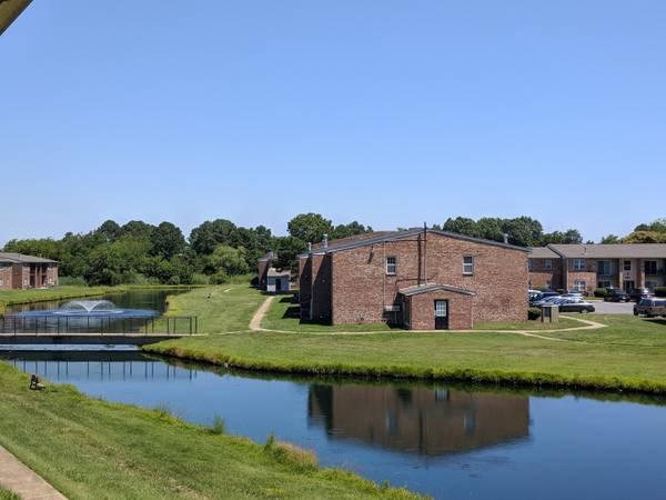 Photo Dog park, Pet-friendly Community, On-site parking (99 Tide Mill Lane 189, Hton, VA)
