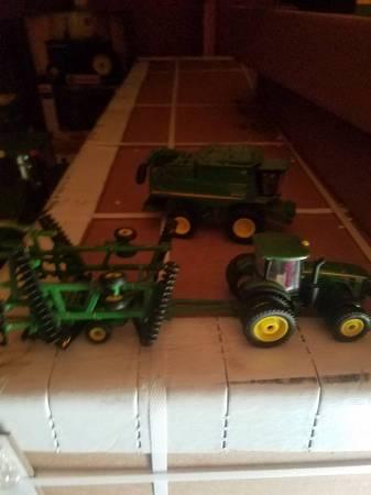 Photo John deere farm toy tractors (Hertford)