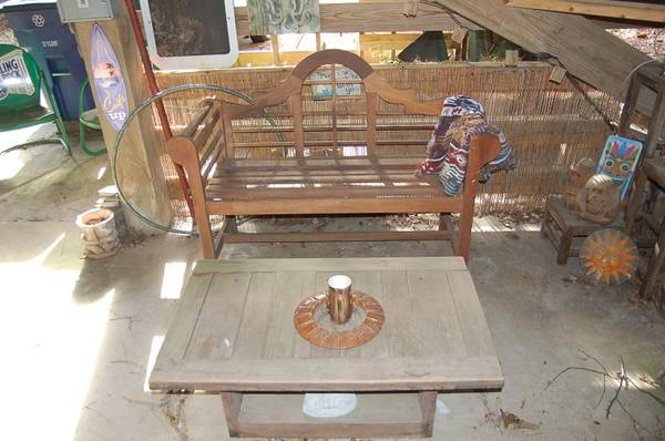 Photo Nice This End Up Coffee Table - $25 (Nags Head)