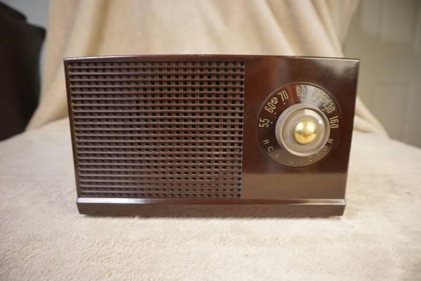 Photo RCA Victor AM Tube Radio Bakelite (Tri-Cities)