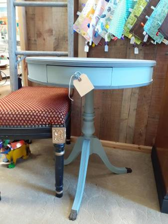 Photo Round Accent Drum Table - $85 (Kitty Hawk)