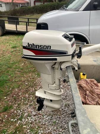 Photo 1438 Lowe Jon boat with a 9.9 1998 Johnson motor - $2,000 (Mc Henry)
