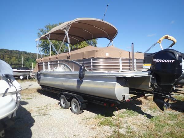 Photo 2013 Bennington 22 ft pontoon - $31,500 (Louisville, Ky)