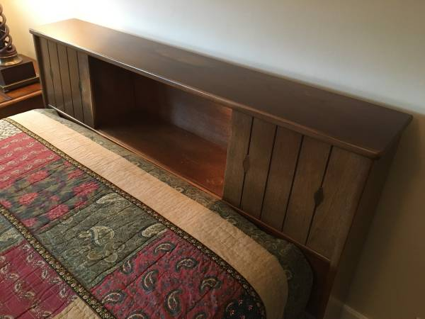 Photo Full-size Bed with Sealy Posturepedic Mattress and Box Spring - $200 (The Highlands in Louisville, KY)