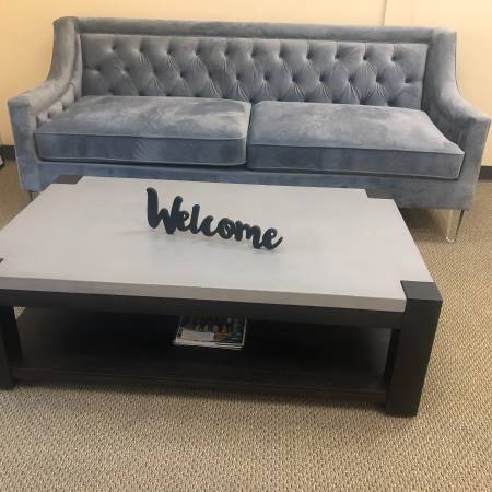 Photo New Couch and Concrete Coffee Table - $300 (Jeffersonville, IN)