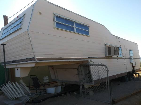 Photo 1970s Vintage Fifth Wheel RV with truck hitch $1,777 Or Best Offer - $1777 (Yucca Valley)