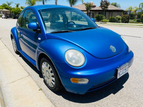 Photo 2000 VW NEW Beetle GL Ice Cold Air AUXUSBMP3AMFM 2-DOOR Volkswagen - $2200 (Corona)