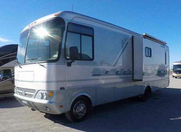 Photo 2004 Safari Trek 30PBS Workhorse chassis Just inDealership - $30,405 (Call now-You will always get 100of what your not asking for)
