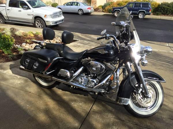 Photo 2005 Harley Davidson FLRHCI Road King Classic - $12,500 (Palm Desert)