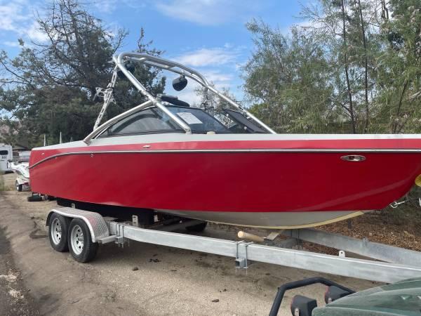 Photo 2013 Epic Wake Boat - $7,000 (Morongo)