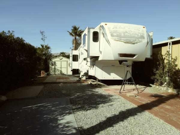 Photo 2013 Keystone Alpine 40 ft. 5th Wheel Travel Trailer - $41,500 (Desert Hot Springs)
