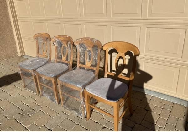 Photo 6 Napoleon Pottery barn dining chairs - $140 (palm desert)