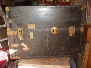 Photo ANTIQUE STEAMER TRUNK - $290 (Cathedral City)