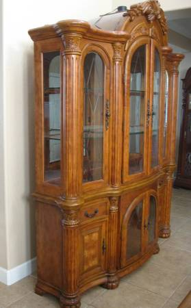 Photo Aico Michael Amini Crystal China Cabinet immaculate condition - $495 (Riverside)