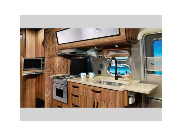 Photo Airstream Tommy Bahama - $79100 (Palm Springs)