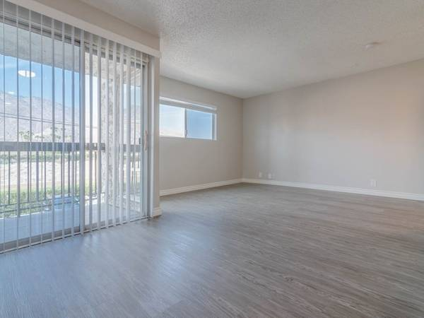 Photo Beautiful Fully Renovated Spacious Studio wFull Size Kitchen (311 S. Sunrise Way, Palm Springs, CA)