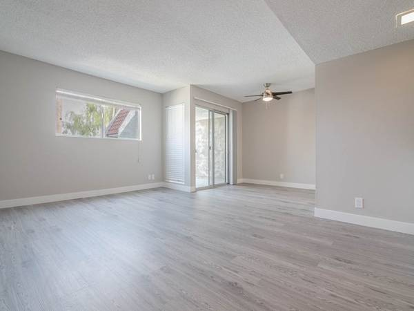Photo Beautiful Studio First Floor Lots of Storage Space Full Size Kitchen (311 S. Sunrise Way, Palm Springs, CA)