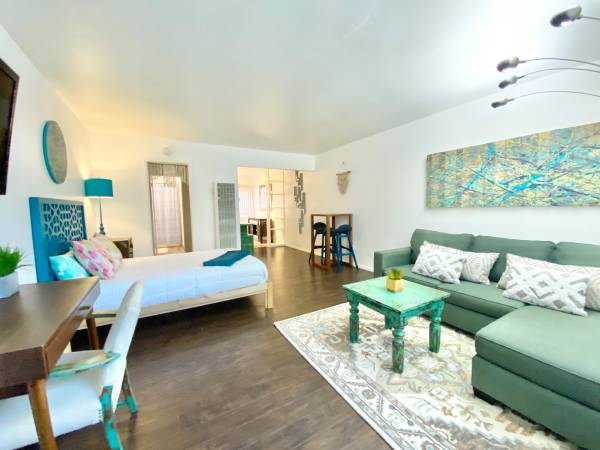 Beautiful one bedroom studio just one block from the beach SEPT 1st (Pacific Beach)