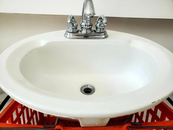 Photo Cast Iron Vanity Sink  Moen Faucet - $100 (Palm Springs)