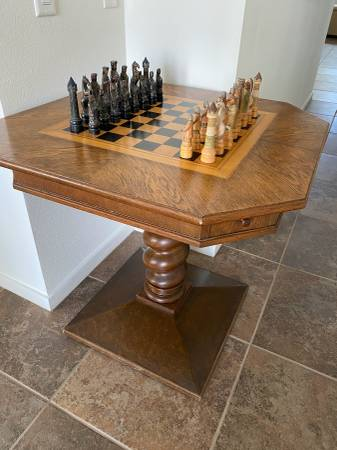 Photo FS Vintage gamechess table with chess pieces - $250 (palm springs)