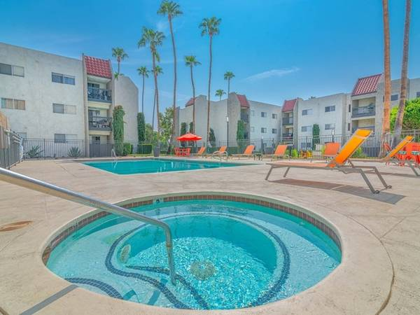 Photo Gorgeous Studio Lots of Space Move In ASAP Skip Deposit (311 S. Sunrise Way, Palm Springs, CA)