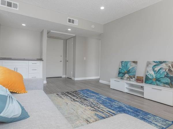 Photo Gorgeous Studio with Breathtaking Mountain View Skip Deposit (311 S. Sunrise Way, Palm Springs, CA)